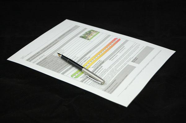 Energieausweis mit Stift