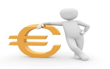 Männchen stützt sich auf Euro-Symbol